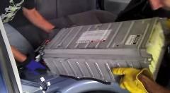 今車両荒らし界で最も熱いのはプリウスのバッテリー盗難だ!