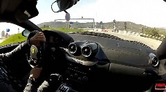 6速MTのフェラーリ 599 GTB フィオラノが公道で無茶しちゃう動画