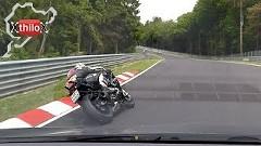 ルノー メガーヌ RS 250 vs BMW S1000RR ニュルバトル動画