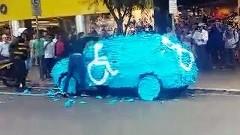 身障者用駐車場に止めた車が驚きのお仕置きをされちゃう動画