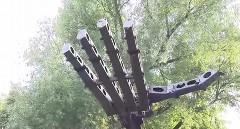 車を手で握りつぶしちゃうロシアのビッグハンドロボット動画