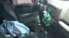 その発想はなかったw 車内に閉じ込めた鍵を取り出す方法がわかる動画