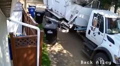 ゴミ入れすぎなんだよ!ゴミ収集車怒りの鉄拳動画