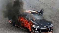 NASCAR「タイヤバーストした!」→交換→炎上