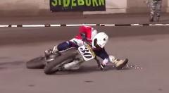 バイクでリンボーしちゃう超スゴ技動画