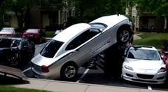 見事なテクで事故車を片付けるレッカーの達人動画