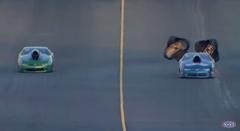パラシュートブレーキの効果がよくわかる動画