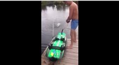 波が無くてもサーフィンできちゃうエンジン付きサーフボード