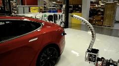 テスラが開発中のオート触手充電器がキモスゴイ!っていう動画