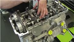 ポルシェ 918 スパイダーの制作風景を垣間見る工場見学動画