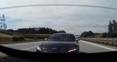 アウトバーンを走るアウディ TT 危機一髪動画