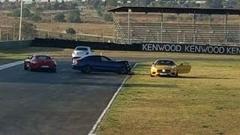 AMG GT S と C63 S がカースタント中にクラッシュしちゃう動画