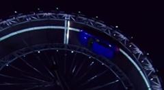 ジャガーの新型SUV F-PACE が高さ19メールの360度ループを成功させちゃう動画