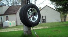 タイヤに空気を入れ過ぎるとどうなるのか実験してみた動画