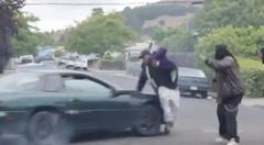 黒人ラッパー「ドリフトカマロをバックにミュージックビデオを撮影するYO!」 → 「俺がひかれちゃったYO!」