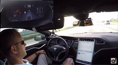 テスラ モデルS の自動運転を実際に一般道と高速道路で試してみた動画