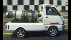 ダイハツの軽トラ ハイゼットにジェットエンジン積んでハイジェット作ってみた動画
