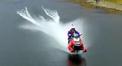 水の上をスノーモービルで212kmも走ったぜ!っていう世界記録動画