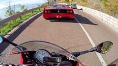 BMW S1000RR「お、F40じゃん 俺の速さ見せつけたろ!」