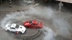 2台の1000馬力 370Z が立体駐車場を暴れまわっちゃう超絶ドリフト動画