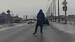 寒すぎて道路でスケートやる奴が現れたwww