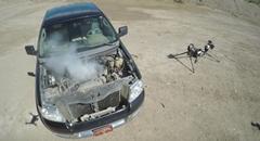 銃 vs エンジン 狙撃銃で車のエンジンを撃ってみた動画