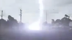 車に落雷しても安全?実際に落雷した瞬間の動画