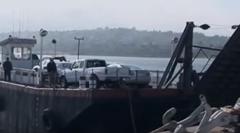 カーフェリー出港しま~す → 積んでた車が海へ落下wwww