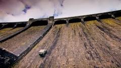 ランドローバーでダムの壁を上ってみた動画