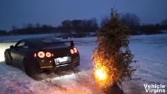 これがホントのGT-Rでクリスマスツリーを片付ける方法