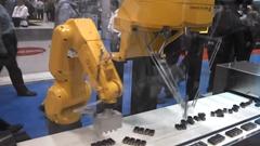 ひたすら電池を正確に並べ直すロボット動画