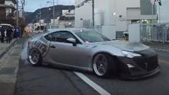 V8を載せたトヨタ 86 が公道ドリフトしちゃう動画