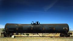 タンク車のタンクを真空にしてみたらスゴイ事になった面白実験動画