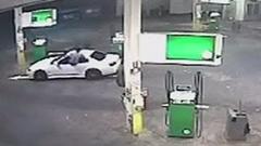 俺の車が盗まれる!→車の窓にジャンピングイン