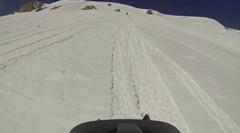 スノーモービル乗ってたら雪崩が起きた!っていう動画