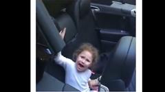 女の子「車に食べられちゃう食べられちゃうよー ウワアアアン」