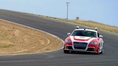 スタンフォード大学の自動運転アウディTTがサーキットをレーサー並の速度で走らせちゃう動画