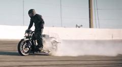 ヴィクトリー オクテイン 最長バイクバーンアウト 3.588km ギネス世界記録達成動画