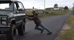 横から車を押して動かす方法がわかる動画