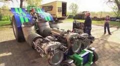 ヘリ用ジェットエンジンを3機も積んじゃった無駄に凄すぎるトラクター