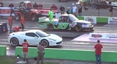 フェラーリ 458 vs NASCAR レーシングカー ドラッグレース対決