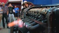 47000ccのエンジンの排気でフランクフルトを焼いちゃう動画