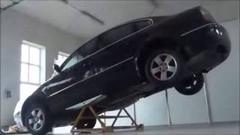 車の下に潜る整備がとても楽になっちゃうシーソー式リフト