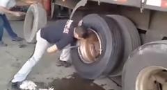 トラックのタイヤ組換職人早業動画
