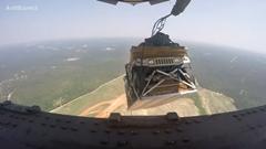 C-17 グローブマスターⅢからハンヴィー8台を落下させちゃうアメリカ空軍動画