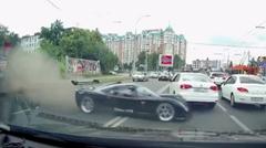 ウルティマ GTR が公道でクラッシュしちゃうレア事故動画