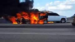 事故で炎上したコルベット 跡形もなくなる