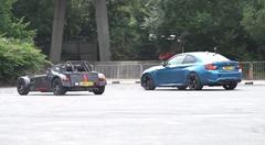 バックが速いのはどれだ?BMW M2 vs ケータハム 620S vs ホンダ シビック タイプR vs ジープ SRT-8 リバースドラッグレース動画