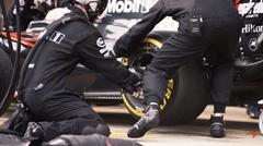 マクラーレン F1 の激速ピットストップ動画