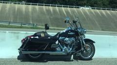 誰も乗ってないのに高速道路を走行する幽霊バイク動画
